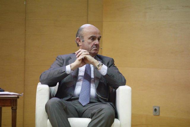 De Guindos niega que pidiese la dimisión de Rato en una reunión con los principales banqueros
