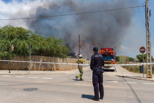 Successos.- Creu Vermella mantindrà fins al divendres el seu dispositiu per atendre als afectats per l'incendi d'Eivissa