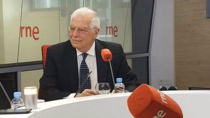 """Borrell: la """"cantinela"""" independentista no tiene éxito en el extranjero aunque """"siempre hay quien les baila el agua"""""""