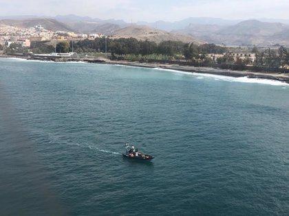 Continúa la búsqueda del bebé y la mujer desaparecidos al caer de una patera en Gran Canaria