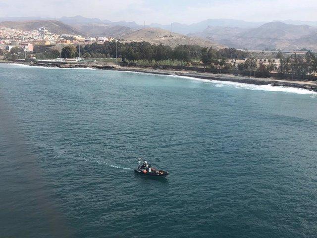AMP.- Buscan a un bebé y dos adultos desaparecidos en el desembarco de una patera en Arguineguín (Gran Canaria)