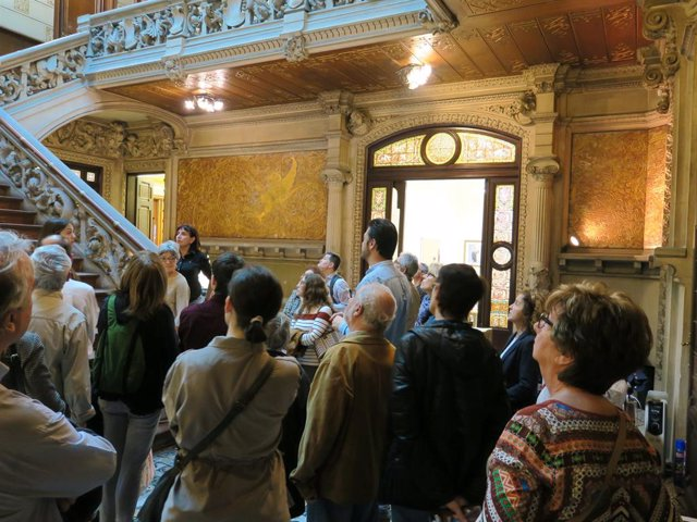 Un centenar de ciutadans visiten la seu de la Delegació del Govern a Barcelona