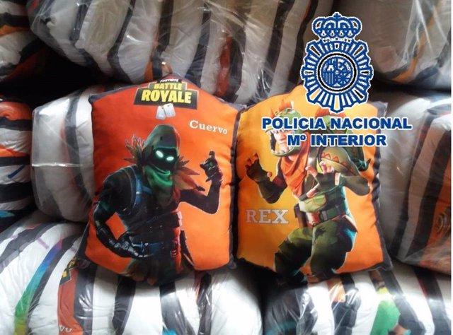 Málaga.- Sucesos.- Intervenidos 808 cojines falsificados con la imagen de un popular videojuego y detenida una persona