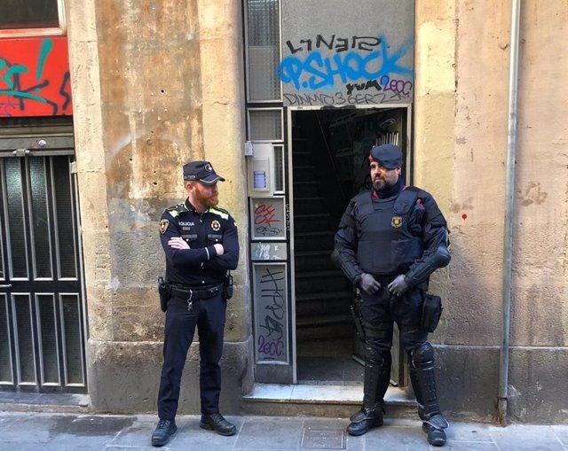 Successos.- Detingut per agressió sexual a una menor a Barcelona i tenir un narcopiso