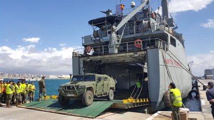 El Regimiento Palma 47 llega a la ciudad en el barco 'Martin Posadillo'