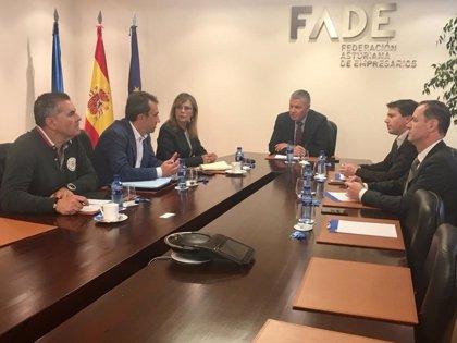 """Vallina (IU) se compromete a """"contar"""" con las empresas para generar actividad económica y empleo en Asturias"""