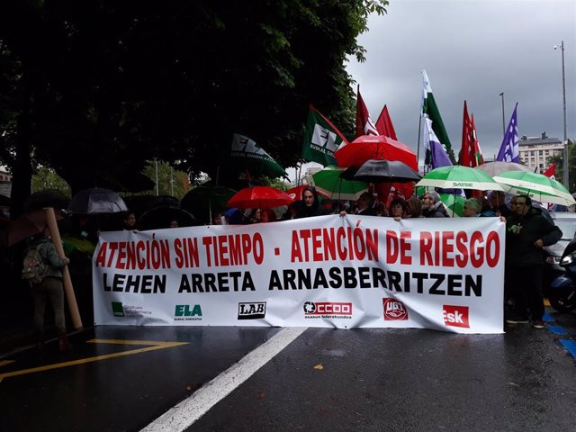 Más de un millar de profesionales de Atención Primaria de Osakidetza se manifiestan en San Sebastián