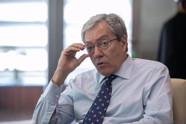 """Velasco expresa el """"compromiso"""" de la Junta para """"redoblar"""" su """"apoyo al sector industrial"""" en Andalucía"""