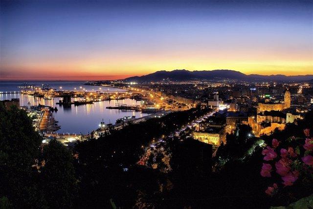 Málaga presenta su oferta turística a bordo del buque de lujo 'The World'
