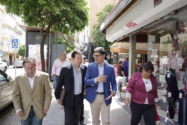 """Sevilla.- 26M.- Pimentel promete un plan de """"revitalización de barrios"""" y un """"programa de choque"""" para la limpieza"""