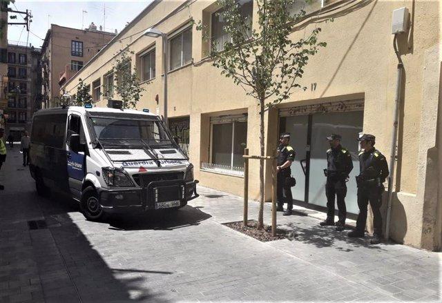 Successos.- Sis investigats després d'una operació en una associació cannábica de Barcelona