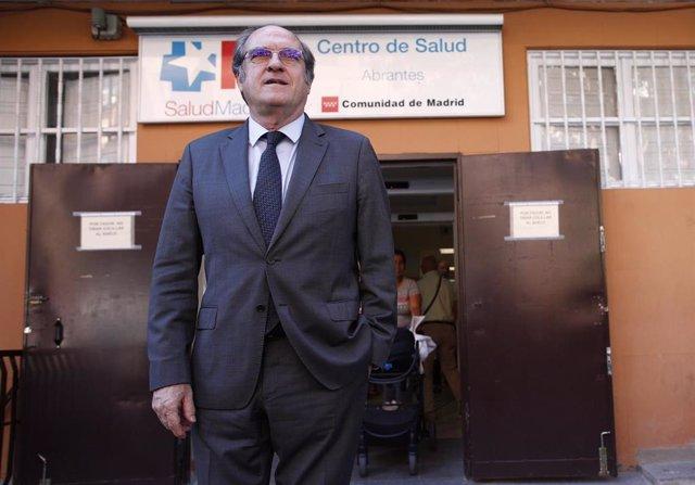 El candidato del PSOE a la Presidencia de la  Comunidad de Madrid, Ángel Gabilondo, visita el Centro de Salud Abrantes