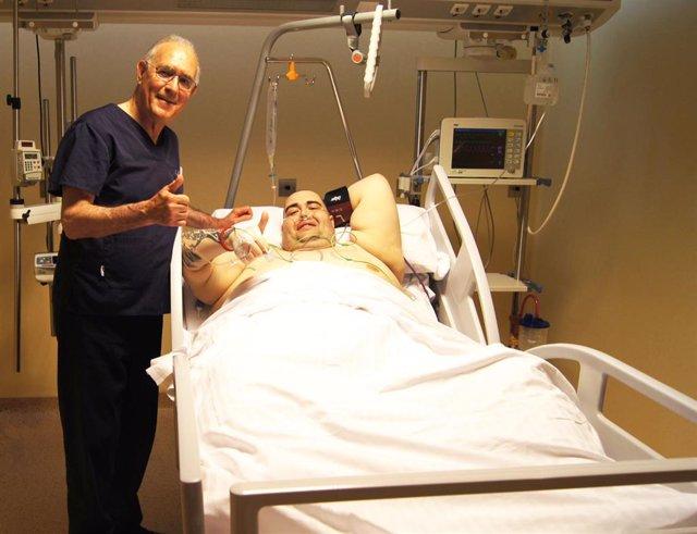 Operado con éxito en Granada el joven valenciano con obesidad mórbida que llegó a pesar 400 kilos