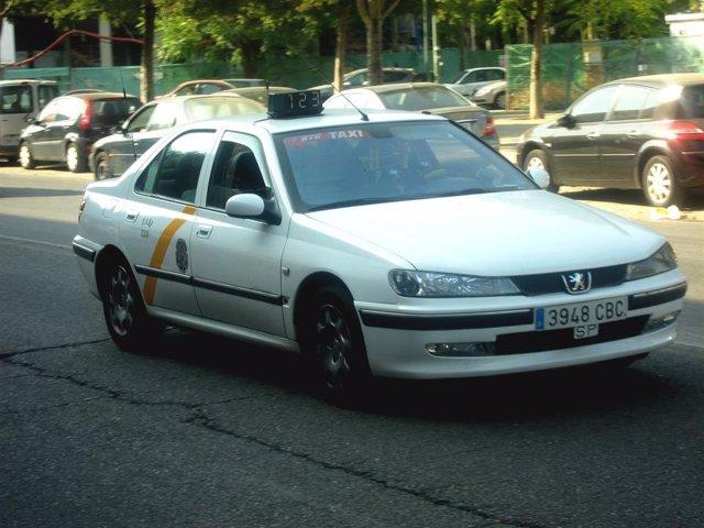Sevilla.- El número de licencias de taxi crece hasta 2.305 y las autorizaciones de VTC se reducen de 230 a 213