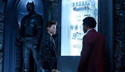 Tráiler de Batwoman: Ruby Rose se conjura para proteger Gotham... ante el traje vacío de Batman