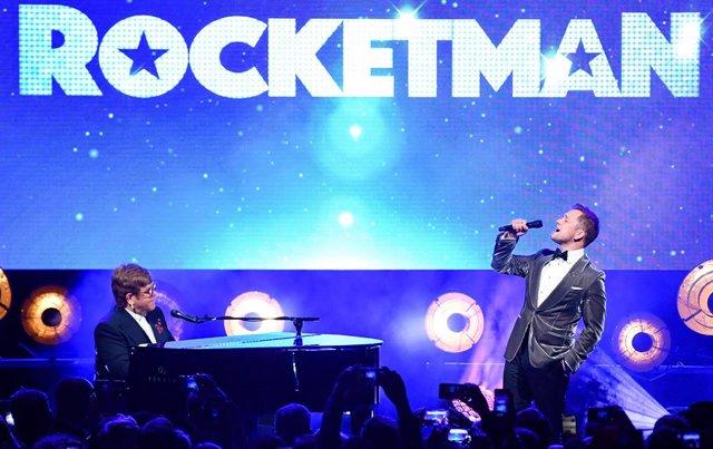 VÍDEO: Elton John canta Rocketman con Taron Egerton en Cannes