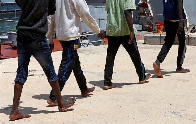 Libia.- Evacuados otros 350 migrantes de un centro de detención en Tripoli a causa de los combates en Libia