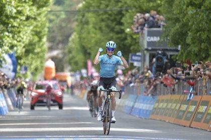 Pello Bilbao gana en el Giro siendo el más listo en otra escapada