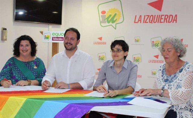 Almería.-26M.-IU, Equo y Tú Decides firman con 'Almería con orgullo' la defensa de las libertades afectivo sexuales