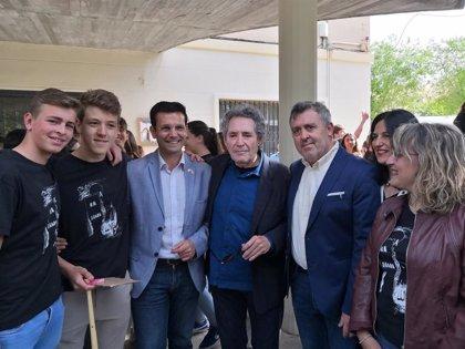 Miguel Ríos apadrina un proyecto para sacar a la calle la acción creativa del instituto Albayzín de Granada