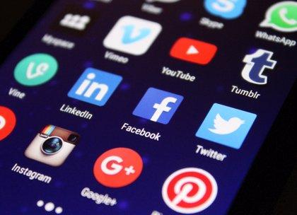 Bruselas dice que no puede medir cuánto han contribuido las redes sociales a reducir la desinformación en la UE
