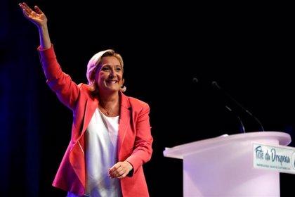 El partido de Le Pen suspende al asesor de un eurodiputado que se disfrazó de judío ortodoxo