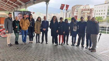 """Gil (PSE) dice que Bilbao debe """"pasar de la tolerancia a la plena integración"""" en el Día contra la LGTBIfobia"""