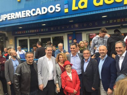 Pepu Hernández juega la baza del 'efecto Sánchez' y se da un baño de masas en Latina junto al presidente