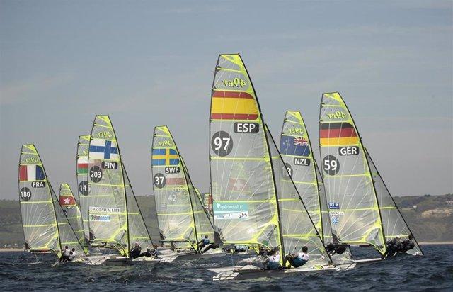 La flota de la clase 49er, durante el Campeonato de Europa.