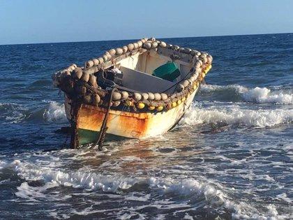 Una patera con cinco migrantes a bordo llega al Berriel