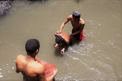 El oro entre las cloacas: los buscadores del río Guaire
