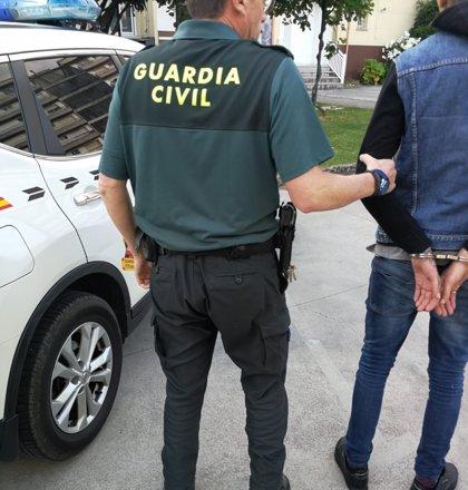 Un guardia civil fuera de servicio detiene a un vecino de A Guarda que estaba robando en un local comercial