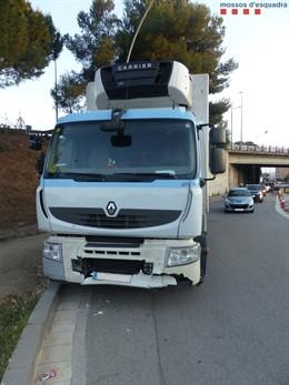 Successos.- Detingut un camioner per causar sis accidents entre Esplugues i Cornellà (Barcelona)