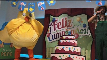 El fenómeno literario 'El Pollo Pepe' celebra en Madrid su 20 cumpleaños rodeado de niños, cuentacuentos y pintacaras