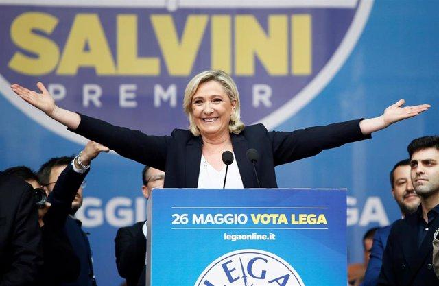 UE.- Salvini y Le Pen escenifican su afinidad en el cierre de campaña para las elecciones europeas en Milán