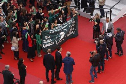 Un equipo fílmico protesta en Cannes contra ley de aborto en Argentina