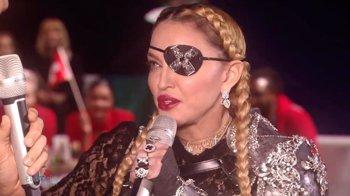 """Foto: Madonna arrasa con su look pirata en Eurovisión: """"¡Es el capitán Jack Sparrow!"""""""