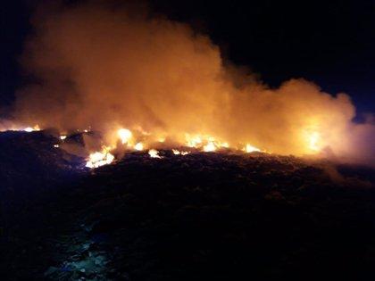 Arden entre 3.000 y 4.000 m2 de balas de plástico en una planta de reciclaje en Requena