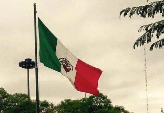 Bandera mexico revés