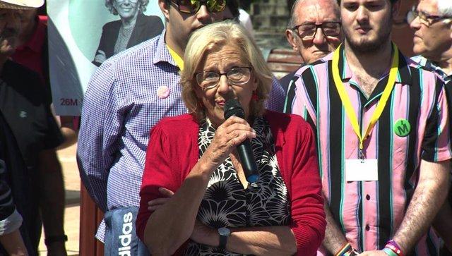 Activistas de 'Stop Desahucios' irrumpen en un acto de Carmena al grito de 'No toleramos un desahucio más'