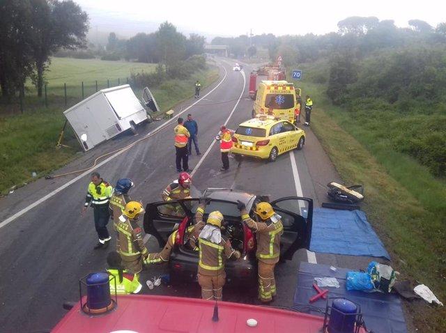 Successos.- Mor el conductor d'un turisme en un xoc frontal amb una furgoneta a Girona