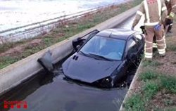El ocupants d'un vehicle surten il·lesos després de caure en un canal de reg a Deltebre (ACN)