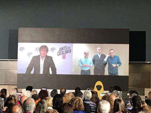 """26M.- Puigdemont veu """"absolutament anormal"""" la manera en què els presos de JxCat van al Congrés"""