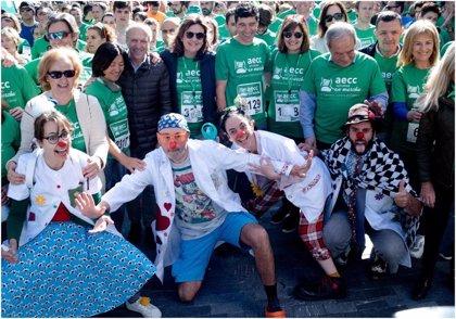 Más de 3.000 personas tiñeron de verde las calles de Oviedo en la marcha contra el cáncer