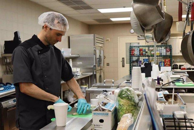 EEUU.- Los alimentos muy procesados hacen comer en exceso y ganar peso, según un estudio