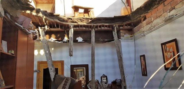 Sucesos.- Emergencias atiende a una anciana por crisis nerviosa tras desplomarse el techo de su casa en La Unión