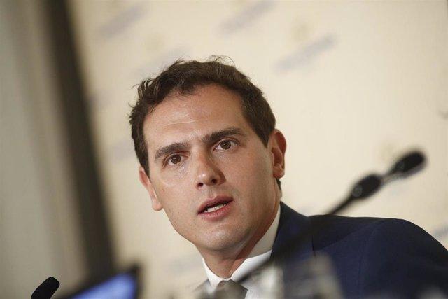 """AMP.- Rivera rechaza una abstención y dice a Casado que Cs gobernará cuando el Ejecutivo de Sánchez """"se desmorone"""""""