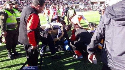 Fallece un árbitro de fútbol tras desvanecerse en pleno partido en Bolivia
