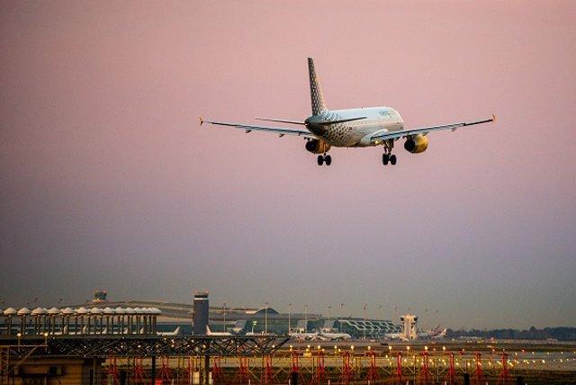 Las 'low cost' transportaron a 1,24 millones de pasajeros en el primer trimestre en Barajas, un 1% más que en 2018