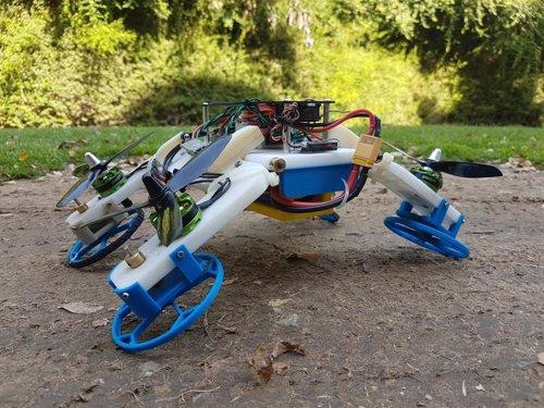 VÍDEO Un robot que vuela, conduce y se estruja usando los mismos motores